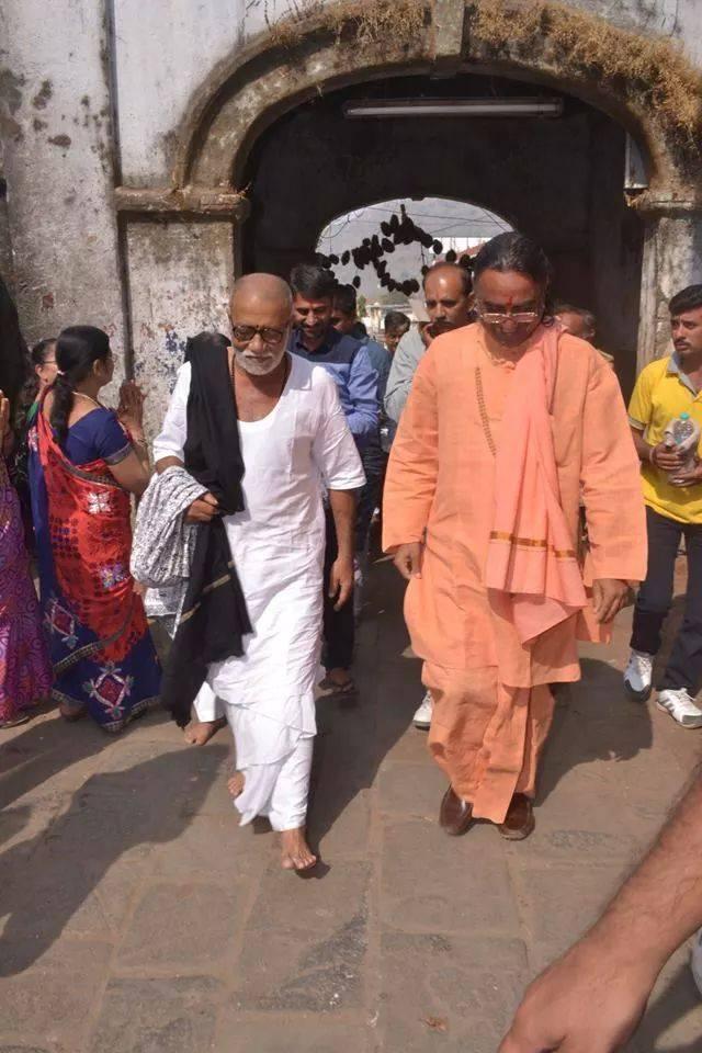 Rashtra Dhvaj and Ram Dhvaj at my every Katha venue now: Morari Bapu