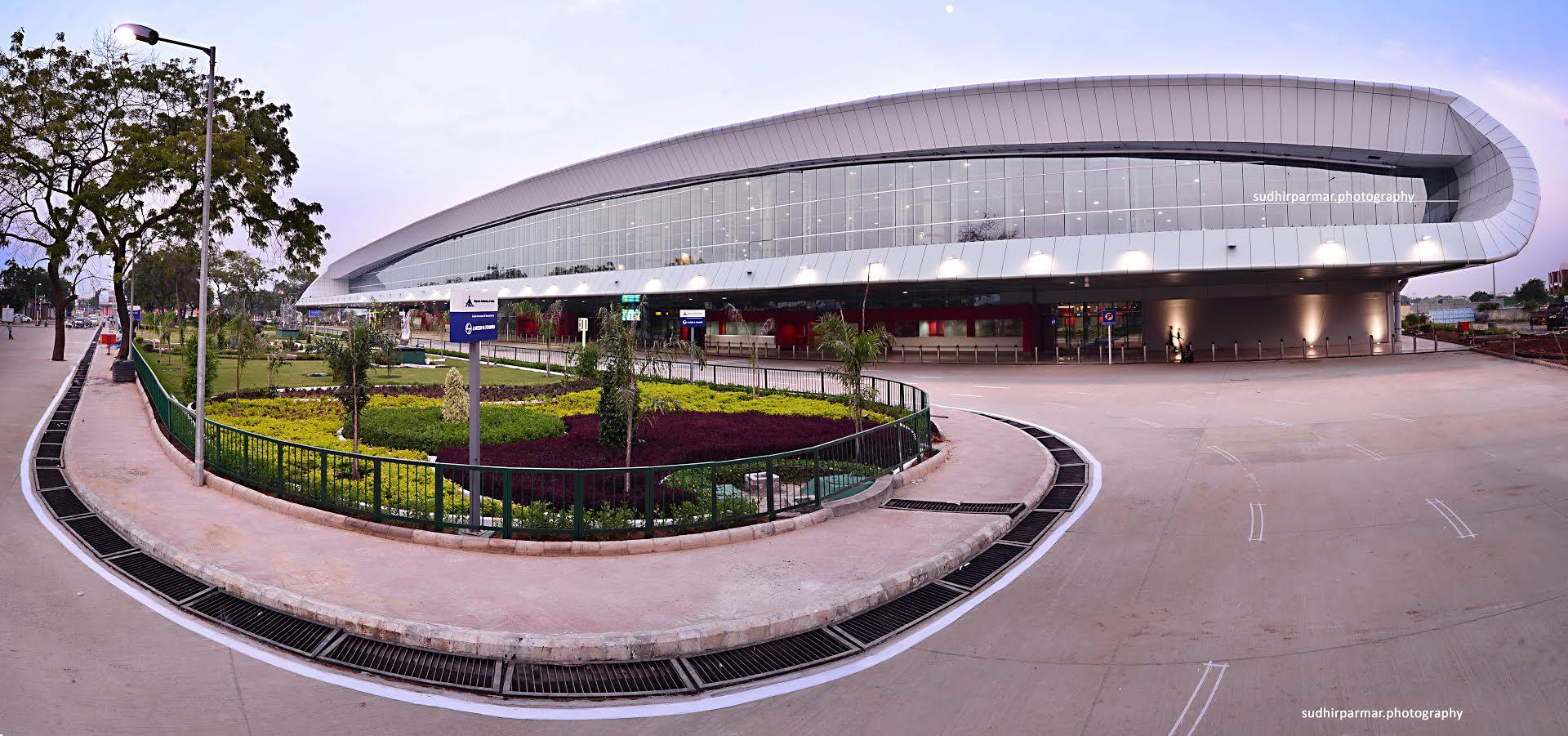 Hotels Close To Ahmedabad Airport