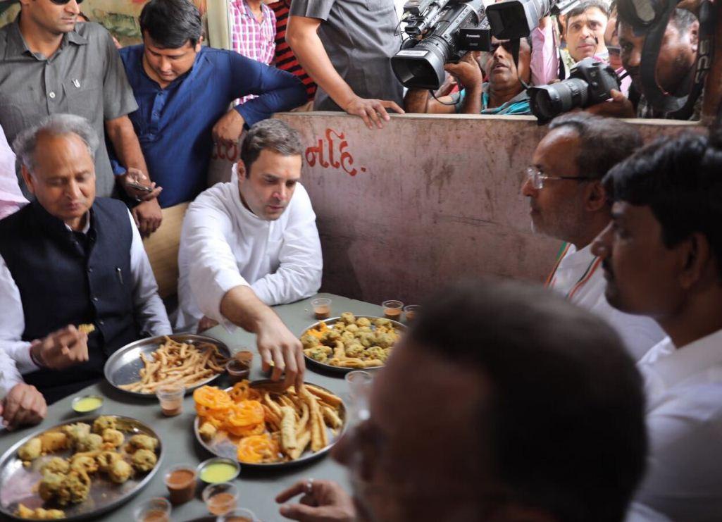 Rahul starts 4th leg of Navsarjan Gujarat Yatra, visits Akshardham changing schedule, shown black flag in Himmatnagar
